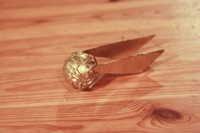 golden-snitch-ornament-diy-harry-potter-craft (12)