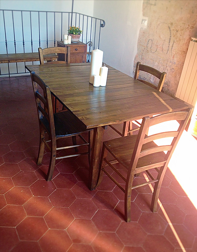 Upcycle projects - Upcycled table DIY - Upcycled Dining Table How To